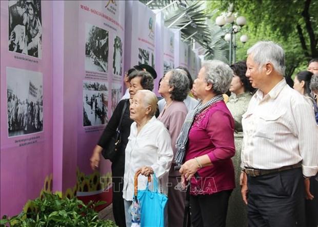 Nhan Ngay Phu nu Viet Nam 20/10: Trien lam 90 nam - Nhung dau an vang son cua Hoi hinh anh 3