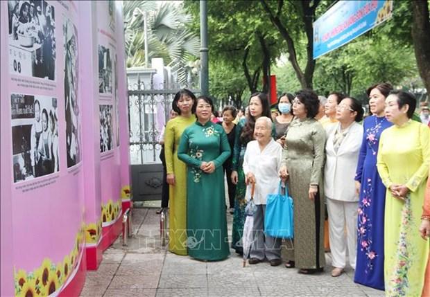 Nhan Ngay Phu nu Viet Nam 20/10: Trien lam 90 nam - Nhung dau an vang son cua Hoi hinh anh 1