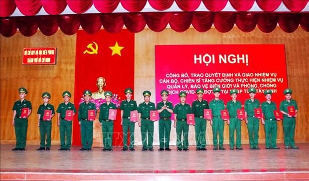 Bo doi Bien phong Thanh pho Ho Chi Minh ho tro phong, chong dich COVID-19 tai bien gioi hinh anh 2