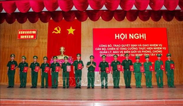 Bo doi Bien phong Thanh pho Ho Chi Minh ho tro phong, chong dich COVID-19 tai bien gioi hinh anh 3