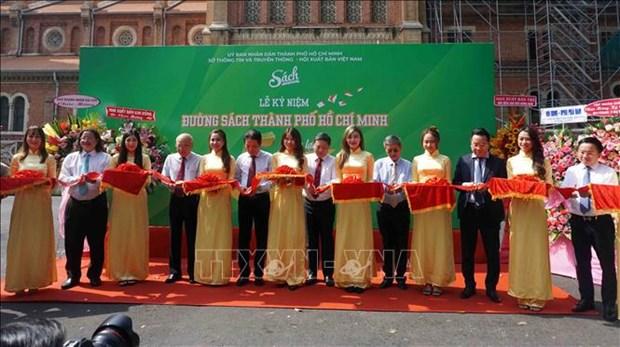 Duong sach Thanh pho Ho Chi Minh: Diem sang ve phat trien van hoa doc hinh anh 4