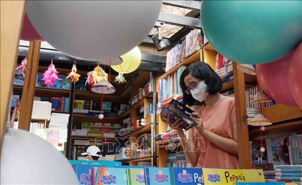 Duong sach Thanh pho Ho Chi Minh: Diem sang ve phat trien van hoa doc hinh anh 5