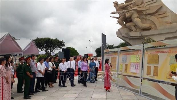 """Trien lam tai lieu luu tru lich su """"Binh Phuoc khang chien, kien quoc 1954-1975"""" hinh anh 3"""