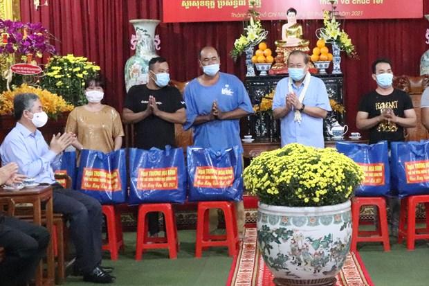 Pho Thu tuong Thuong truc Truong Hoa Binh tham, chuc Tet dong bao Khmer tai thanh pho Ho Chi Minh hinh anh 5