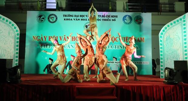 "Sinh vien Truong Dai hoc Van hoa Thanh Pho Ho Chi Minh ""Tiep noi van hoa - Lan toa tinh hoa"" hinh anh 5"