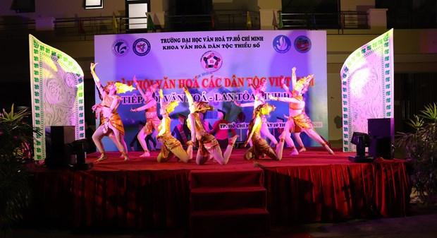 "Sinh vien Truong Dai hoc Van hoa Thanh Pho Ho Chi Minh ""Tiep noi van hoa - Lan toa tinh hoa"" hinh anh 7"