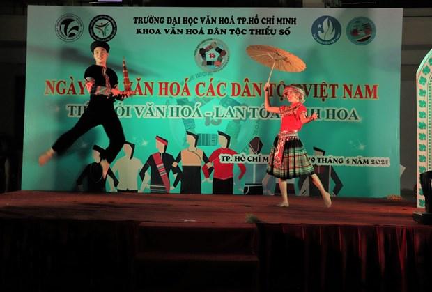 "Sinh vien Truong Dai hoc Van hoa Thanh Pho Ho Chi Minh ""Tiep noi van hoa - Lan toa tinh hoa"" hinh anh 9"
