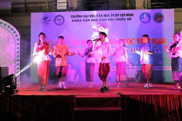 "Sinh vien Truong Dai hoc Van hoa Thanh Pho Ho Chi Minh ""Tiep noi van hoa - Lan toa tinh hoa"" hinh anh 10"
