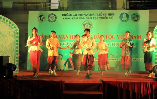 "Sinh vien Truong Dai hoc Van hoa Thanh Pho Ho Chi Minh ""Tiep noi van hoa - Lan toa tinh hoa"" hinh anh 11"