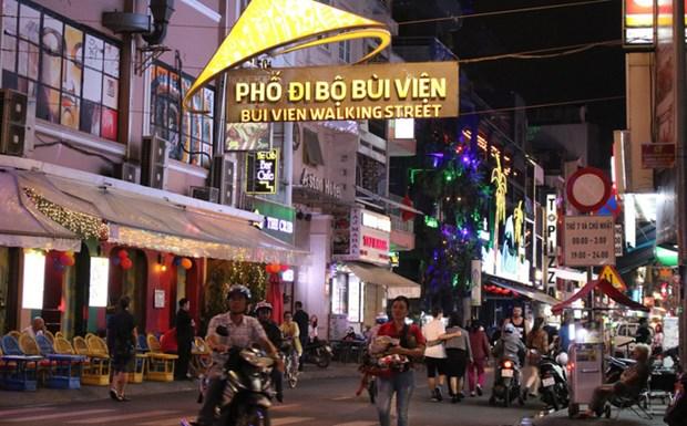 胡志明市裴院步行街主要接待国内游客 hinh anh 2