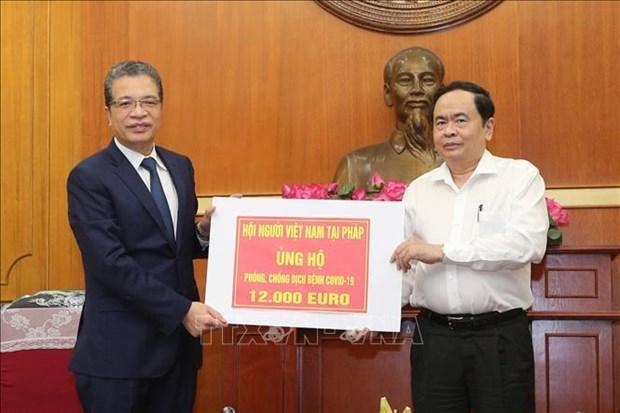 旅居海外越南人积极捐款支持越南抗击新冠肺炎疫情 hinh anh 1