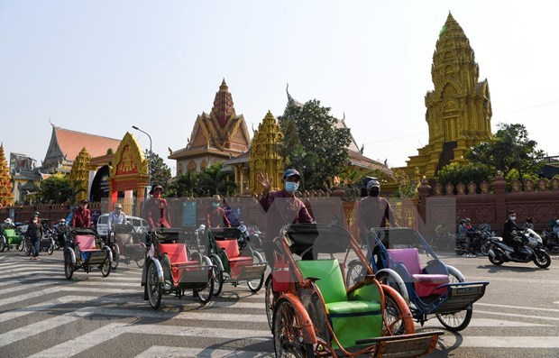 新冠肺炎疫情:柬埔寨取消6个国家的游客入境禁令 hinh anh 1
