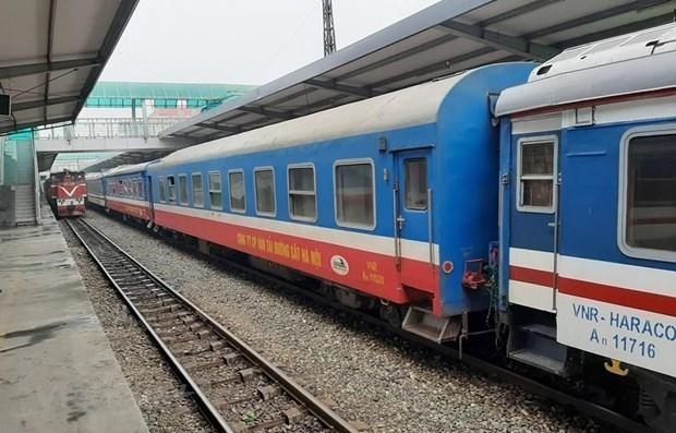 铁路运输公司推出优惠政策为乘客出行创造便利条件 hinh anh 1
