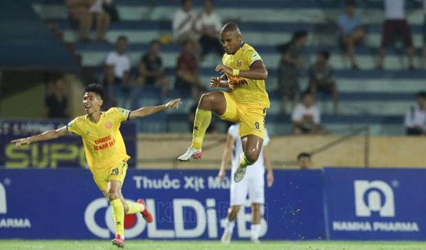 越南足球重回正轨 首场比赛迎来万余名球迷进场观看 hinh anh 1
