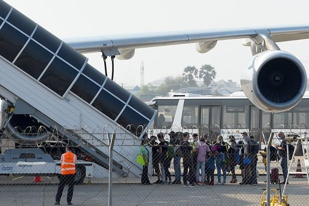 所有入境柬埔寨航班乘客必须接受14天的隔离 hinh anh 1