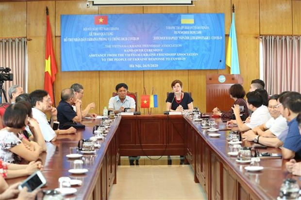 越南向乌克兰人民赠予口罩和现金 用于抗击新冠肺炎疫情 hinh anh 2