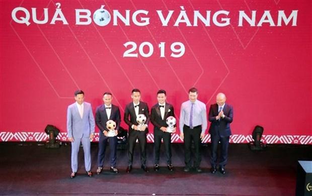 杜雄勇和黄如球员荣获2019年越南金球奖 hinh anh 1