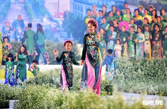 第七次胡志明市奥黛节预计将于9月底举行 hinh anh 1