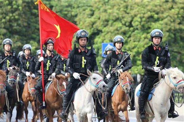 越南国会代表出席骑兵机动警察团亮相游行活动 hinh anh 3