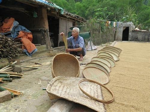 着力保护赫蒙族同胞的传统竹编 hinh anh 2