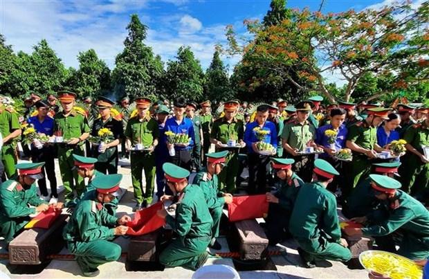 广治省举行越南烈士追悼会和安葬仪式 hinh anh 1