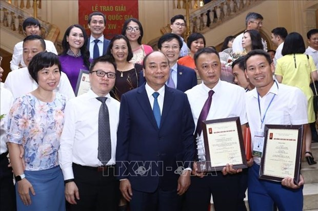 2019年国家新闻奖颁奖仪式在河内隆重举行 越通社获得六个奖项 hinh anh 1