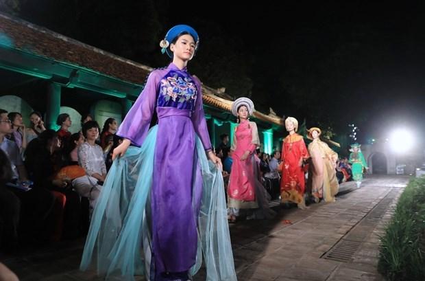 """""""奥戴—越南文化遗产""""时装秀精彩亮相 hinh anh 1"""