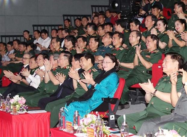 越南国会主席阮氏金银出席防疫一线人员表彰大会 hinh anh 1