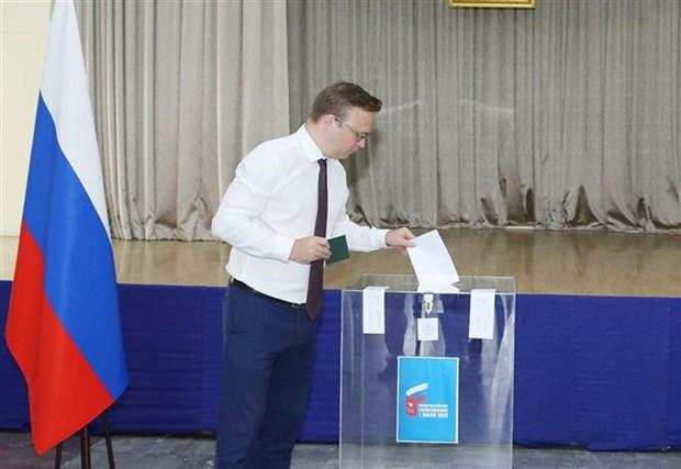 旅居越南的俄罗斯人对俄罗斯宪法修正案进行投票 hinh anh 1