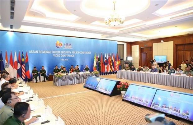 2020东盟轮值主席国年: 阮志咏上将呼吁各国对影响到区域和平稳定的安全威胁给予更多关注 hinh anh 3