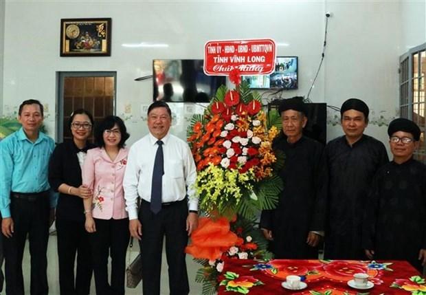 永隆省领导代表开展和好教人士及和好佛教信徒的慰问活动 hinh anh 1