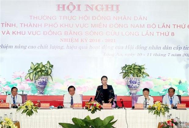 越南国会主席阮氏金银出席东南部和九龙江三角洲地区人民议会常务会议 hinh anh 1