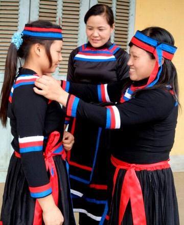 宣光省水族人的独特文化色彩 hinh anh 2