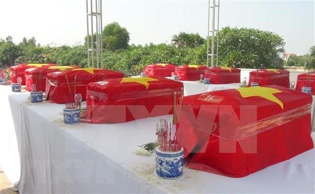 7·27越南荣军烈士日:99名越南志愿军烈士追悼会在安江省举行 hinh anh 1