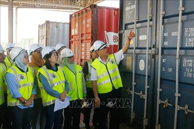 马来西亚查获110个有毒废弃物货柜 史上最大宗 hinh anh 1