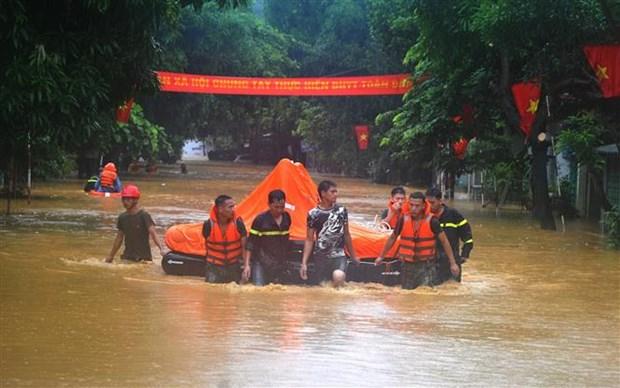 越南政府总理要求尽快克服水灾后果 hinh anh 1