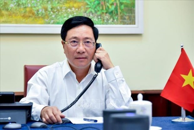 政府副总理兼外长范平明与韩国外交部长康京和通电话 hinh anh 1