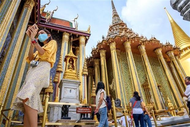 新冠肺炎疫情:持有短期签证的外国人最迟9月26日必须离开泰国 hinh anh 1