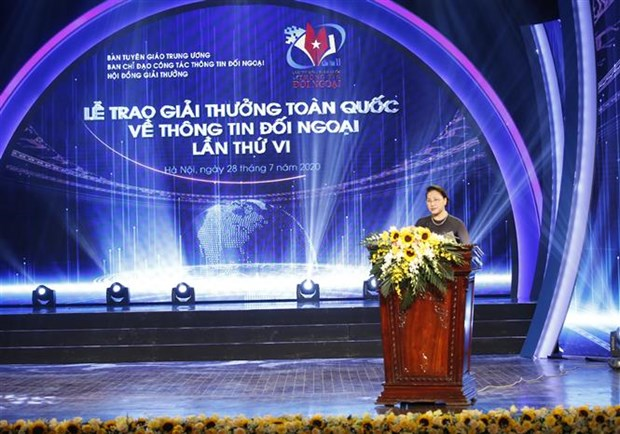 第六次全国对外新闻奖颁奖仪式在河内举行 越通社拿下44个奖项 hinh anh 2