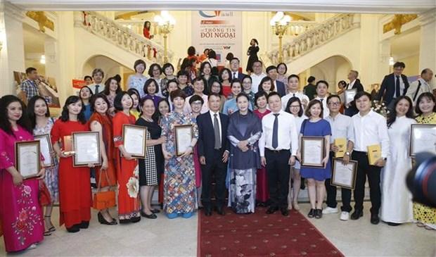 第六次全国对外新闻奖颁奖仪式在河内举行 越通社拿下44个奖项 hinh anh 1