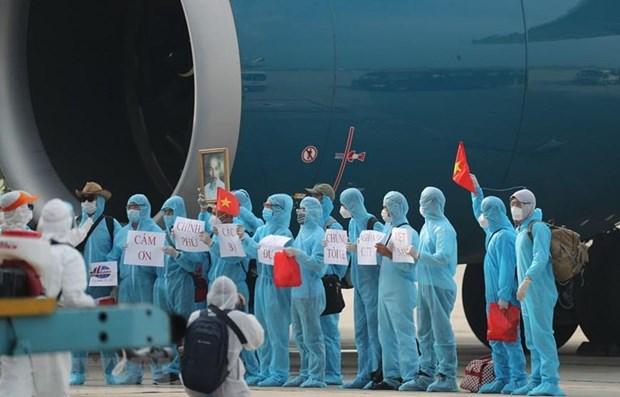 长达37个小时的回国之旅:将在赤道几内亚的越南公民安全接回国 hinh anh 1