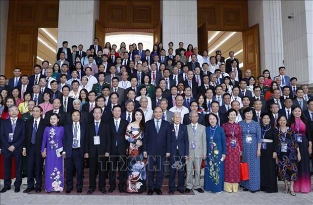 政府总理阮春福:为知识分子、科学家和文艺工作者发挥才华和智慧创造一切便利条件 hinh anh 1
