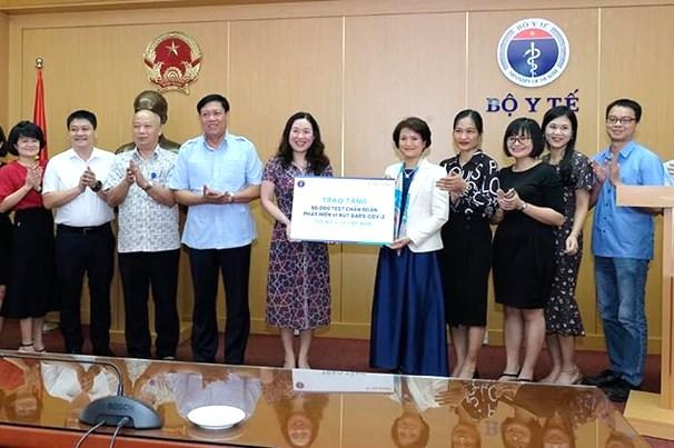 新冠肺炎疫情:越南卫生部接受5万套病毒检测试剂盒 hinh anh 1