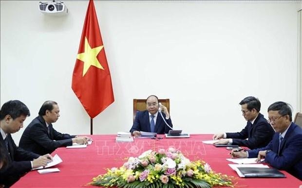 越南政府总理阮春福与日本首相安倍晋三通电话 hinh anh 1