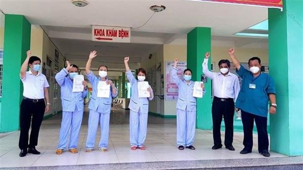 新冠肺炎疫情:岘港市4例确诊病例今日治愈出院 hinh anh 1