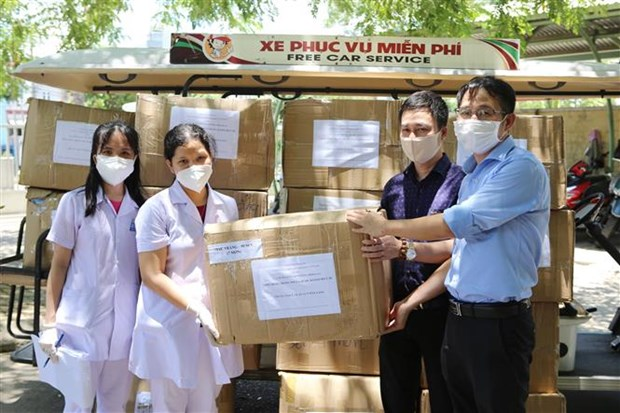 越通社向岘港市赠送1.6万只N95口罩和防疫物资 hinh anh 2