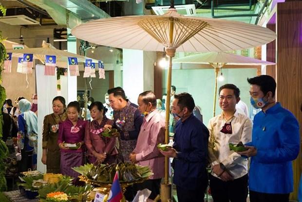 东盟各国美食推介活动是泰国居民品尝东盟各国特色美食的良好机会 hinh anh 2