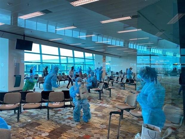 新冠肺炎疫情:越南将在新加坡的240余名公民接回国 hinh anh 1