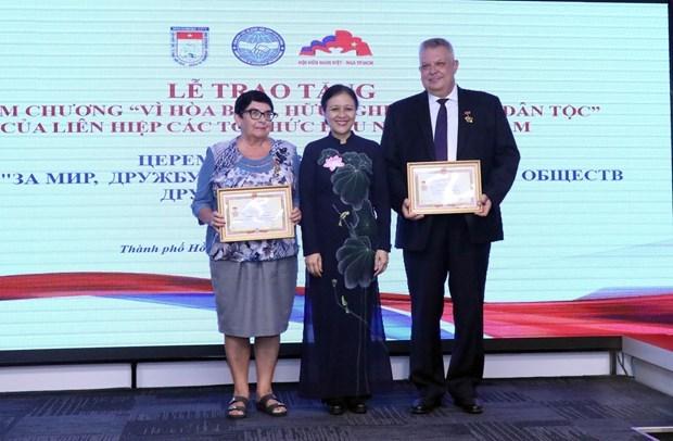 """越南向俄罗斯驻胡志明市总领事等官员授予""""致力于各民族的和平友谊""""纪念章 hinh anh 1"""