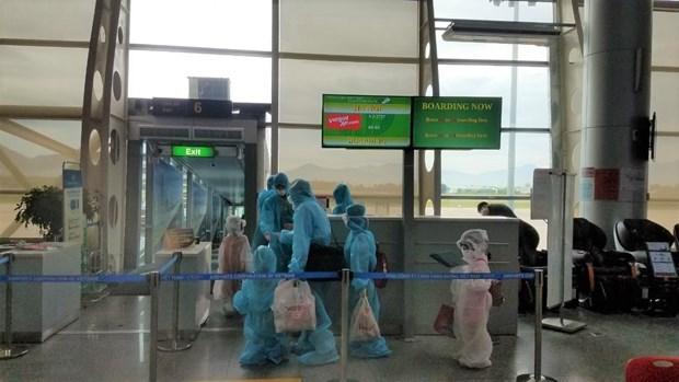 越捷将被困在岘港市的800多名游客送回河内和胡志明市 hinh anh 2